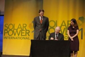 Secretary Salazar Signs ROD1 300x200 Envir4