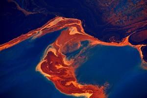 la oil spill.01 300x199 W3